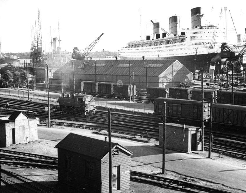 queen-mary-southampton-docks_large